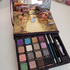 Disney Alice in Wonderland Palette